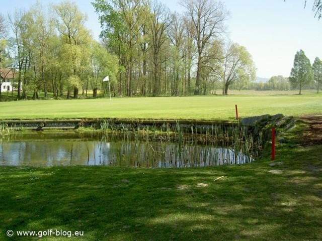 Hier die 10 wichtigsten Dinge am Golfplatz Pitchgabel Ich denke, jeder weiß was eine Pitchgabel ist und wie man mit dieser umgehen muss. Wenn ich mir aber die Greens auf unserem Golfplatz...