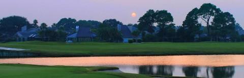 Sonnenaufgang am Golfplatz