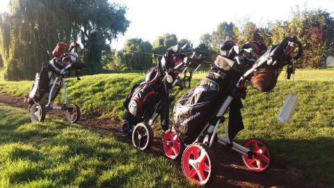 Golfbags beim Golfspiel